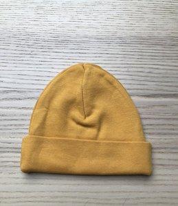 Babymutsje oker geel met naam