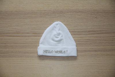 """Babymutsje """"Hello World"""""""